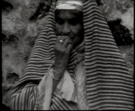 Photogramme de Mémoire 14 : Visage de vieille femme, filmé à Chaouen (Nord du Maroc).