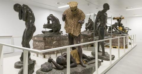 L'homme-léopard dans sa nouvelle configuration scénographie au musée de l'Afrique, Tervuren, Belgique.